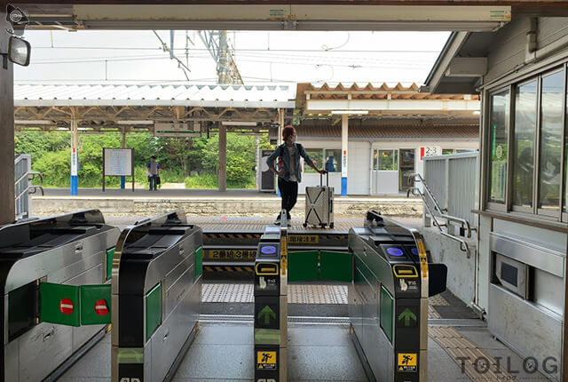 電車を待つまろちゃん